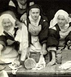 ST THERESE DOING LAUNDRY WITH THE SISTERS.......PARTAGE OF DEB'S EASEL..