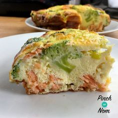 Smoked Salmon and Broccoli Quiche - Pinch Of Nom Slimming Recipes Salmon And Broccoli, Broccoli Quiche, Broccoli Bake, Slimming World Quiche, Slimming World Diet, Slimming Worls, Healthy Prawn Recipes, Fish Recipes, Recipies