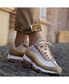 655d3d6cc0 Nike Air Max 95 Ultra Essential Khaki Shoes, Equipped with a comfortable  cushioning system,