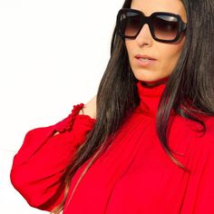 Ya tenéis en el blog con todo lujo de detalle el look que lucí en el evento de Casmara y que tanto os gustó. No os lo perdáis porque los detalles son preciosos  Now on the blog a new outfit post with the look I wore to attend the Casmara party event. Don't miss the rest of the pics the details are so pretty  www.withorwithoutshoes.com  #pradasunglasses#blouse#zara#ootd#zarastudio#lookbook#fashionista#outfitoftheday#outfit#girl#me#red