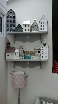 My Port Isaac corner. Small Wooden House, Wooden Houses, Putz Houses, Ceramic Houses, Paper Houses, Fairy Houses, Driftwood Crafts, Wooden Crafts, Recycled Crafts