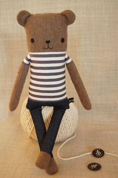 Sailor Bär hat Arme wie Baumstämme und das Gemüt eines Tampen. Ein guter Kamerad bei stürmischen Wetter.