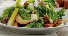 Opskrift på Salat med blommer og valnødder fra - Hjemmet