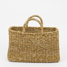 This popular Elsa basket bag is a bit rough in its structure. The plant Hogla is mainly growing along the banks of rivers and canals in the forests Sisal, World Crafts, Afro Art, Basket Bag, Shopper, Basket Weaving, Bag Accessories, Handmade, Fairtrade