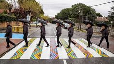 Bulgarian artist Christo Guelov turned crosswalks in Madrid into colorful street art artworks to give more gaiety to the tarmac. Urban Life, Urban Art, Passage Piéton, Pedestrian Crossing, Street Art, Floor Graphics, Transformers, Zebra Crossing, Colorful Artwork