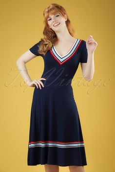 This60s Toulon Dress is super cute!Not only super cute but super comfortable as well ;-) She's truly an eyecatcher due to the contrasting stripes. Made from a soft, stretchy, dark blue viscose blend for a lovely fit. Feel like you're back in the sixties when wearing this sporty beauty!   Semi-swing style V-neckline Short sleeves No zipper or buttons Our stunning redhead Vanessa Frankenstein height: 1.67m / 5'5''