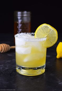 The honey lemon & Grand Marnier margarita is made with Añejo tequila, Grand Marnier, lemon juice, and honey syrup. A refreshing and warm buzz. Grand Marnier Margarita, Margarita Salt, Margarita Recipes, Cocktail Recipes, Margarita Cocktail, Lemon Cocktails, Summer Cocktails, Tequilla Cocktails, Gastronomia