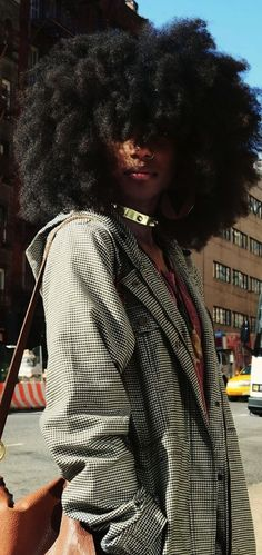 Ladies, try to fall in love again with your natural afro hair. Have a look at all these Afro hair inspiration images that we've collected for you, enjoy! Natural Afro Hairstyles, Black Women Hairstyles, Weave Hairstyles, Kid Hairstyles, Dreadlock Hairstyles, Wedding Hairstyles, Hairstyle Ideas, African Hairstyles, Latest Hairstyles
