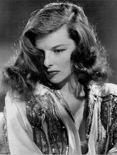 Katharine Hepburn Katharine Hepburn, Audrey Hepburn, Old Hollywood Glamour, Golden Age Of Hollywood, Vintage Hollywood, Hollywood Stars, Classic Hollywood, Hollywood Icons, Divas