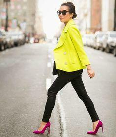 Mais cores para o look com o sapato pink e o blazer amarelo.