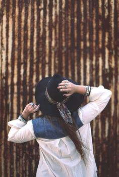 Trend Alert: Hats & Scarves - make a hatband out of a scarf! News Fashion, Fashion Trends, Free People Blog, Newborn Photos, Who What Wear, Womens Scarves, Girl Photos, Boho Chic, Hippy