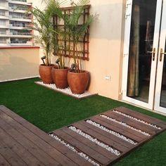Style terraces by Studio Earthbox – Small Balcony Decor Ideas Small Courtyard Gardens, Small Terrace, Small Courtyards, Terrace Garden, Back Gardens, Terrace Ideas, Garden Paths, Garden Beds, Small Balcony Design