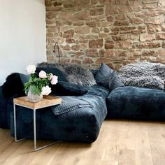 Couch Design, Big Sofas, Types Of Sofas, Comfy Sofa, House Inside, Aesthetic Room Decor, Lounge Sofa, Home Room Design, House Rooms