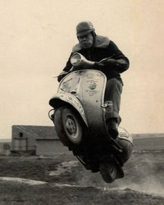 Vintage Motorcycles i believe, I can fly … en Vespa :-) - Scooters Vespa, Motos Vespa, Moto Scooter, Piaggio Vespa, Lambretta Scooter, Vintage Vespa, Vespa Retro, Classic Vespa, Italian Scooter