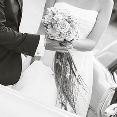 #wedding#bröllop#bröllopsdag#brudpar#brud#brude#brudgum#groom#bil#car#flowers#bouquet#bridebouquet#weddingday #weddingphotography #weddingdress#weddingphotographer#weddingphoto#bröllopsfoto #bröllopsfotograf #love#kärlek#romance#glädje#happiness#christelvangenmo#sweden by photographerchristelvangenmo