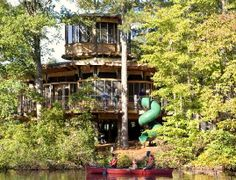 Extraordinary Tree Houses To Live In Wooden Classic Style Beside The River Built In Two Levels Design