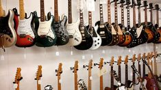 pick one!  #gibson #lespaul #greco #fender #guitar #guitarra #fenderguitar #electricguitars #gibsonguitar #gibsunday #friday #music #wood #deco #love #g #insta #instagram #instalove #instaguitar #ibanez #prs #explorer #strat #go #stratocaster #tele #telecaster