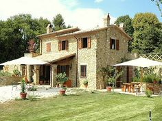 Italian villa Tuscany Style Homes, Country Home Exteriors, Italian Farmhouse, Rustic Home Design, Italian Villa, Dream House Exterior, Village Houses, Mediterranean Homes, French Country House