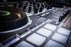This all-in-one magician! Roland DJ-808 DJ controller