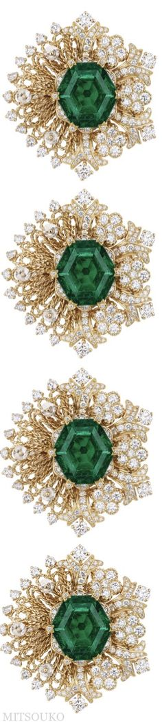 DIOR 'DENTELLE GUIPURE' RING hexagonal step cut emerald ,diamonds in 18k yellow gold #Dior #Jewellery #Ring High Jewelry, Luxury Jewelry, Jewellery, Dark Teal, Diamond Are A Girls Best Friend, Love And Light, Green And Gold, Peridot, Different Colors