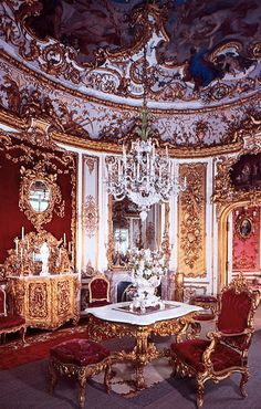 Dining room, Linderhof Palace, Germany ~Grand Mansions, Castles & Luxury Homes Beautiful Castles, Beautiful Buildings, Beautiful Homes, Beautiful Architecture, Architecture Details, Gothic Architecture, Ancient Architecture, Wonderful Places, Beautiful Places