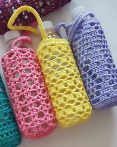 Bottled water bottle Crochet is usually an operation of fabricating linens using a crochet connect Water Bottle Carrier, Water Bottle Holders, Bottle Bag, Crochet Gifts, Cute Crochet, Crochet Bags, Green Shoulder Bags, Bottle Cover, Crochet Kitchen