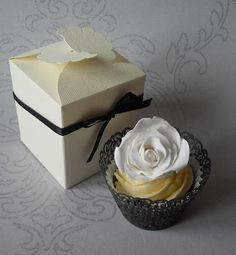 Sugar Ruffles, Elegant Wedding Cakes. Barrow in Furness and the Lake District, Cumbria: Individual Cupcake Wedding Favours