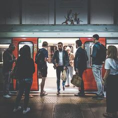 """#PEOPLEOFTHEPLATFORM"" ... hope y'all had a good one. Good evening gang ✌😎 #London #streetphotography#candid#dubaitomorrow#instagramcomp#lo_firedup#ldn4all_rainbowflakes#thisislondon#hometime#undergroundetiquette#whisperazzi#earlscourt#londonsbest"