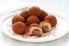 I tartufi al tiramisù con cuore di Nutella sono dolci di piccolo formato e grande golosità. Una ricetta irresistibile, da provare!