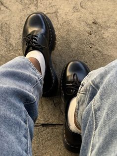 Fancy Shoes, Pretty Shoes, Me Too Shoes, Aesthetic Shoes, Aesthetic Clothes, Mode Indie, Sneakers Fashion, Fashion Shoes, Mode Dope