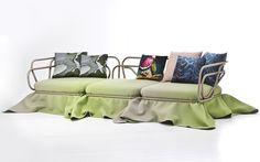 Этот необычный диван Oasis создали швейцарские дизайнеры из студии Atelier Oï для итальянского дизайнерского бренда Moroso