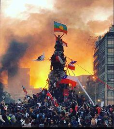 See more Chilean Protest' images on Know Your Meme! Rage Against The Machine, Lyon, Chili, Tom Morello, Dom Quixote, Video Caption, Foto E Video, Photo And Video, Nova Era