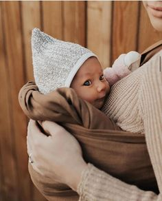 WildBird is a quick, easy and beautiful Baby Carrier. Our Ring Slings are made for Newborns to Toddlers. Lil Baby, Mom And Baby, Baby Kids, Baby Boy, Cute Outfits For Kids, Cute Kids, Cute Babies, Baby Photos, Baby Pictures