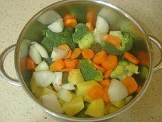 Brokoli Çorbası Fruit Salad, Zucchini, Yummy Food, Iphone, Fruit Salads, Delicious Food