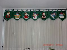 Christmas Mantel Scarf, Christmas Mantels, Christmas Snowman, Rustic Christmas, Christmas Humor, Christmas Crafts, Christmas Ornaments, Elf Decorations, Christmas Tree Decorations