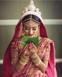 bengali bride makeup style 24 Gorgeous Brides who Prove Bindis Are a MUST for Wedding Day! Bengali Bridal Makeup, Bengali Wedding, Bengali Bride, Hindu Bride, Bridal Makeup Looks, Bride Makeup, Bengali Saree, Bridal Beauty, Wedding Lehanga