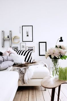 black and white home decor on the blog today - fivetonineblog.com