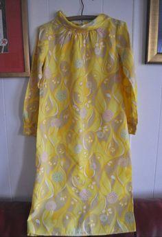 Mira este artículo en mi tienda de Etsy: https://www.etsy.com/listing/270234812/vainilla-dress-from-the-sixties-mad-men