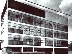 Fachada principal, Edificio de apartamentos, (calle de dirección desconocida), Ciudad de México ca. 1955 Arq. Enrique Asúnsolo - Front facade, Apartment building, (street address unknown), Mexico City c. 1955
