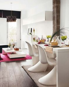 un ensemble élégant de salle à manger en blanc
