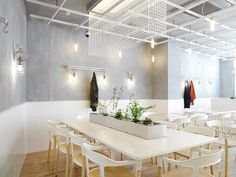 Café Coutume Aoyama  / CUT Architectures