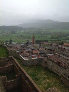 Vista di Sarteano dalle mura del Castello. No, non è un quadro. E no, non è un presepe di carta.