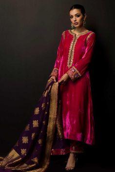 Velvet Pakistani Dress, Pakistani Bridal Dresses, Pakistani Dress Design, Pakistani Outfits, Shadi Dresses, Eid Dresses, Simple Kurta Designs, Kurta Designs Women, Dress Indian Style