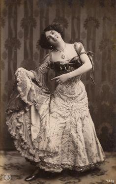 La Bella Olympia Bailarina española Belle por TheVintageProphecy