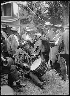 Confederate and Union veterans pass the time with a drum-and-fife corps. Gettysburg 1913