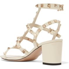 Valentino The Rockstud patent-leather sandals (57.410 RUB) ❤ liked on Polyvore featuring shoes, sandals, block heel sandals, white block heel sandals, white patent leather sandals, off white sandals and white shoes
