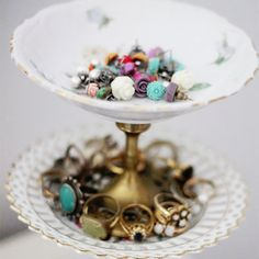 Would love to make these!  So pretty, finally something to do with all those vintage 'saucers' that I see everywhere.
