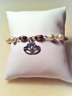 """Bracelet """"Le lotus café"""" : Bracelet par les-breloques-de-bel"""