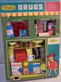 MERRY: 1959 My Merry Rx Drug Store Set I wasnt born yet but I like looking at old vintage toy sets Vintage Games, Vintage Dolls, Retro Vintage, Vintage Avon, Childhood Toys, Childhood Memories, Soda Fountain, Oldies But Goodies, Retro Toys