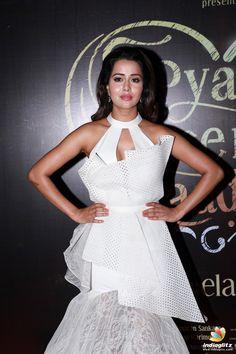 Raiza Wilson Raiza Wilson, Tamil Actress Photos, Telugu Cinema, Telugu Movies, Hottest Models, Still Image, Bollywood Actress, White Dress, Hollywood
